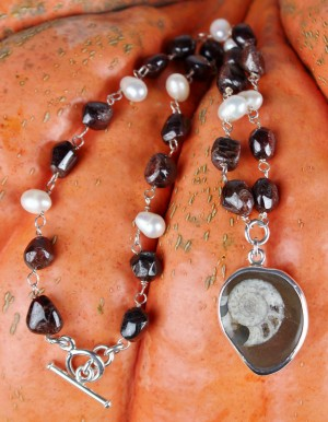 Taxco .925 Sterling Silver Citlal Castillo Fossil Necklace With Tumbled Garnets And White Pearls